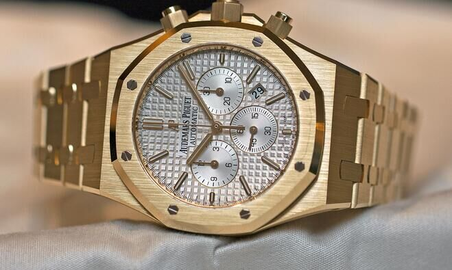 Audemars-Piguet-Royal-Oak-Chronograph-41-mm-yellow-gold
