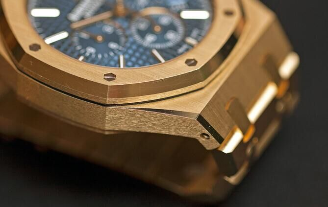 Audemars-Piguet-Royal-Oak-Chronograph-41-mm-yellow-gold_