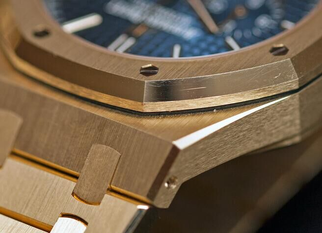 Audemars-Piguet_Royal-Oak-Chronograph-41-mm-yellow-gold_