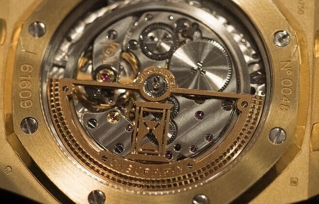 Audemars-Piguet Royal-Oak-Extra-Thin-The-Hour-Glass-Yellow-Gold-