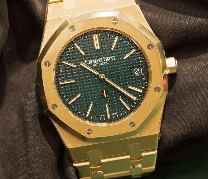 Audemars-Piguet-Royal-Oak-Extra-Thin-The-Hour-Glass-Yellow-Gold
