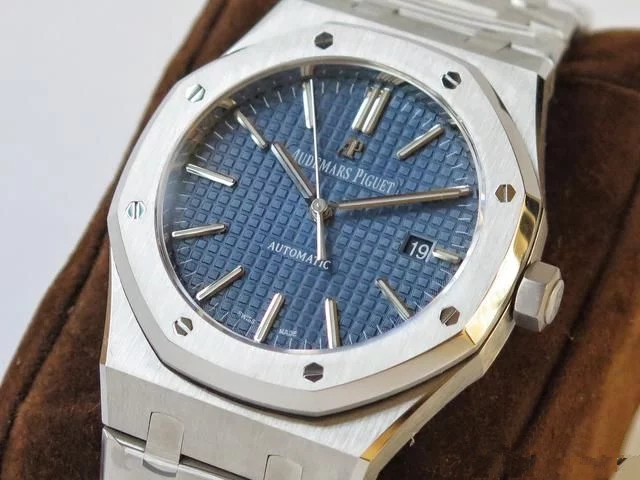 The price of steel Audemars Piguet replica watches is high.