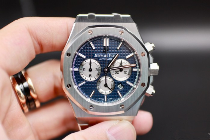 Steel cases Audemars Piguet fake watches are symbol of luxury sports watches.