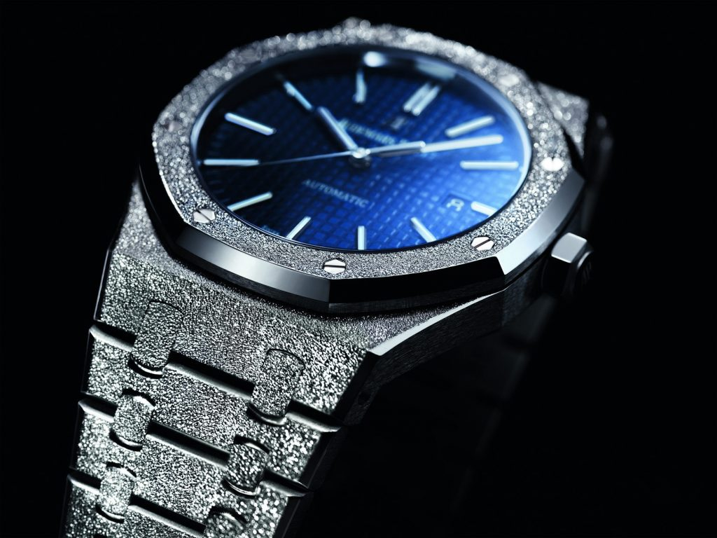 Blue dials copy watches are shining.