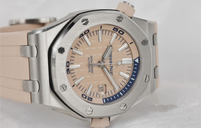 Replica watches for sale are attractive.