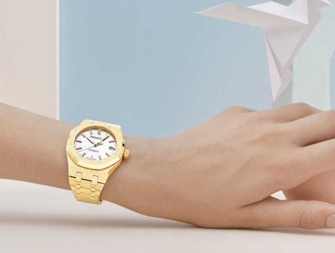 Golden copy watches are high-end.