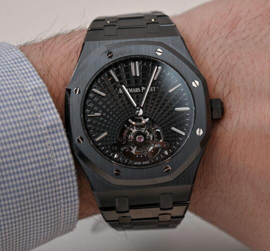 The all-black design makes this timepiece very cool.