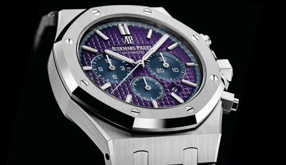 This AudemarsPiguet is the one and only in the world which is especially designed for the auction.