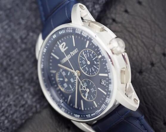 The distinctive timepiece makes this timepiece suitable for any occasion.