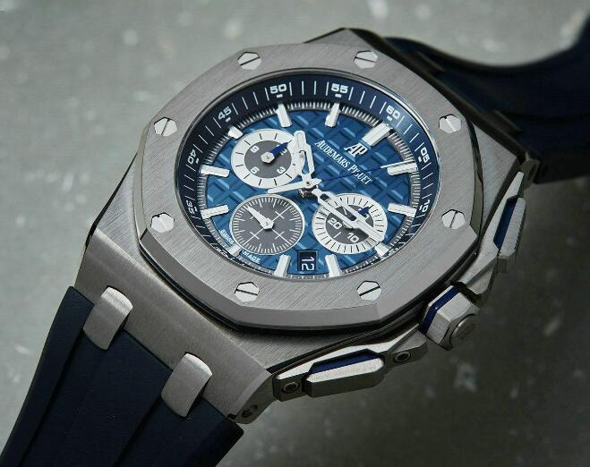With the thin movement, this Audemars Piguet is with a thin case.