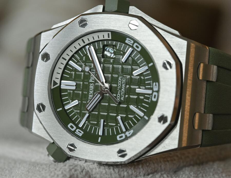 The khaki green dial Audemars Piguet Royal Oak Offshore is very distinctive and fashionable.